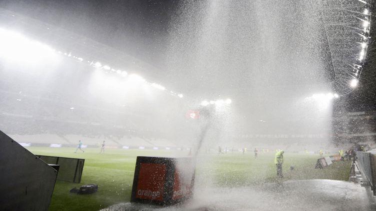 Nice-Nantes a été interrompu à cause des pluies diluviennes. (VALERY HACHE / AFP)