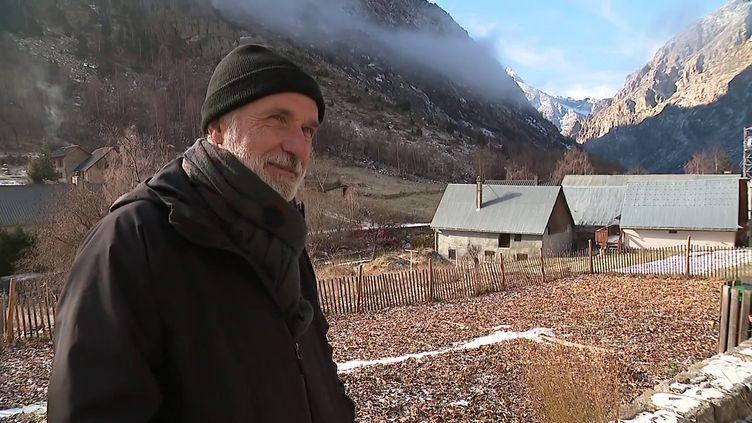 Le dessinateur Jean-Marc Rochette dans son village du massif des Écrins (France 3 Alpes)