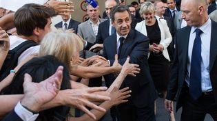 Nicolas Sarkozy sort du siège de l'UMP, le 8 juillet 2013. (REVELLI-BEAUMONT / SIPA)
