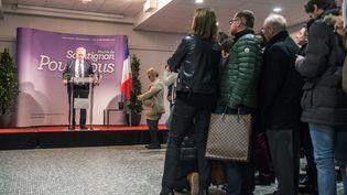 Pierre de Saintignon annonce le retrait de la liste socialiste pour les régionales en Nord-Pas-de-Calais-Picardie, lors d'une conférence de presse à Lille (Nord), le 6 décembre 2015. (PHILIPPE HUGUEN / AFP)