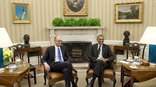 Le Premier ministre ukrainien par intérim Arseni Iatseniouk est accueilli par Barack Obama à la Maison Blanche, le 12 mars 2014. (SAUL LOEB / AFP)