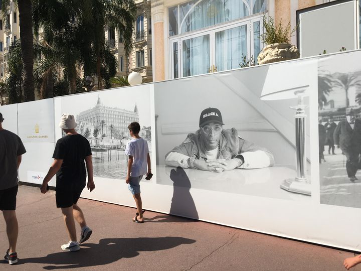Photo of Spike Lee in the exhibition at the Hotel Carlton in Cannes, July 5, 2021 (LCA / FRANCEINFO CULTURE)