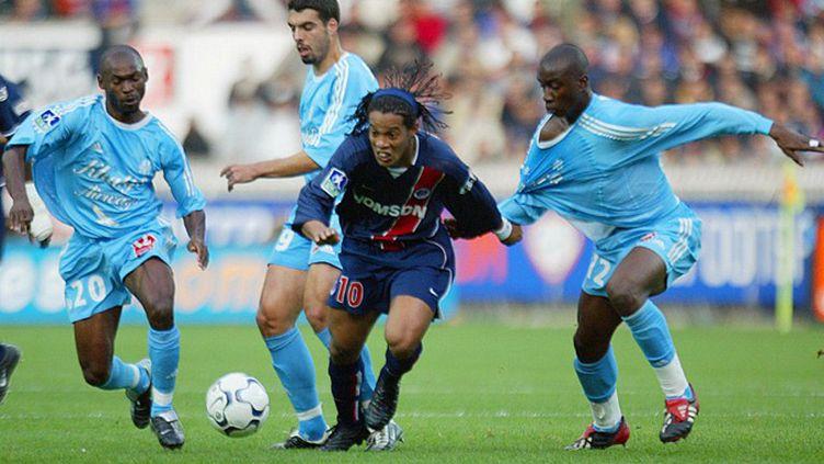 Ronaldinho réalise un doublé lors du succès du PSG sur l'OM, 3-0 le 26 octobre 2002. (JACK GUEZ / AFP)