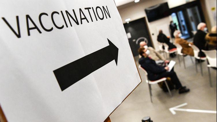 Un centre de vaccination contre le Covid-19 (illustration, le 2 janvier 2021). (FRED TANNEAU / AFP)