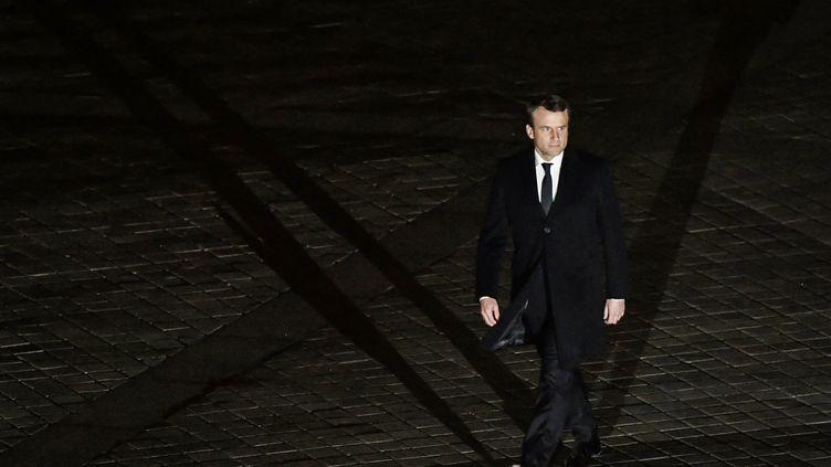 Emmanuel Macron arrive à la pyramide du Louvre à Paris, le 7 mai 2017. (PHILIPPE LOPEZ /AFP)
