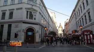 """""""Avenue de l'Europe"""". La Hongrie de Viktor Orbán chasse l'Université d'Europe centrale et interdit les études sur le genre (FRANCE 3)"""