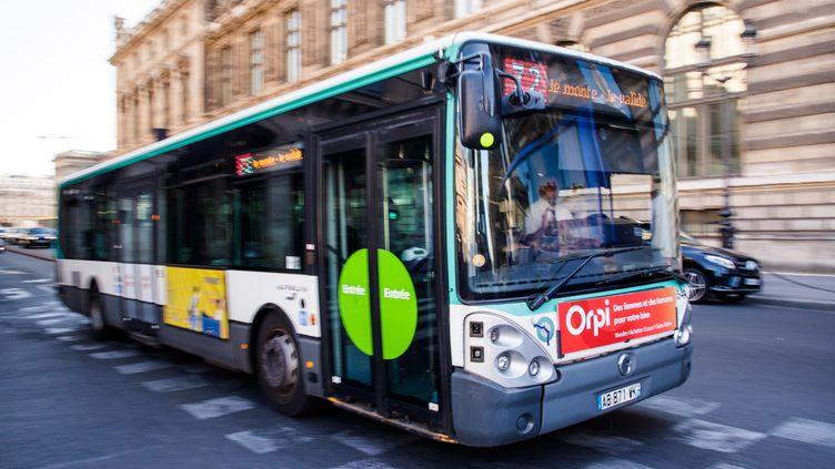 """Faute de bus propres disponibles, la RATP va remettre en circulation 118 bus diesel l'an prochain, dévoile """"Le Monde"""", le 7 novembre 2018. (MAXPPP)"""