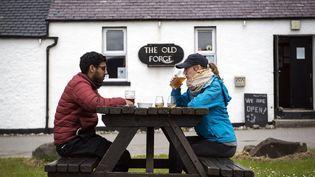 La devanture du pub écossais The Old Forge, le 21 mai 2021. (ANDY BUCHANAN / AFP)