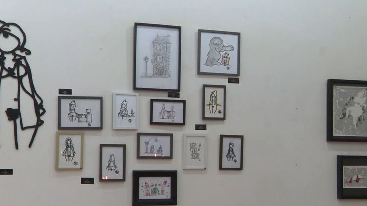 Les petits formats érotiques en vente à la galerie La Boite Noire de Tours (F. Mauffrey / France 3 Centre-Val de Loire)