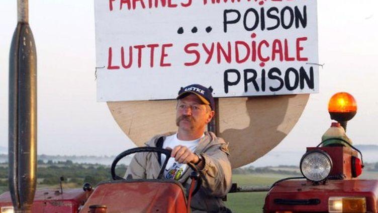 José Bové manifestant en 2002 (AFP/ERIC CABANIS)