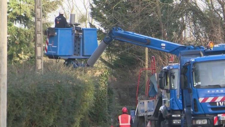Tempête Ciara : la course contre-la-montre pour rétablir l'électricité (FRANCE 2)