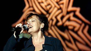 La chanteuseMaurane lors des Francofolies de Spa (Belgique), le 25 juillet 2004. (MICHEL KRAKOWSKI / BELGA / AFP)