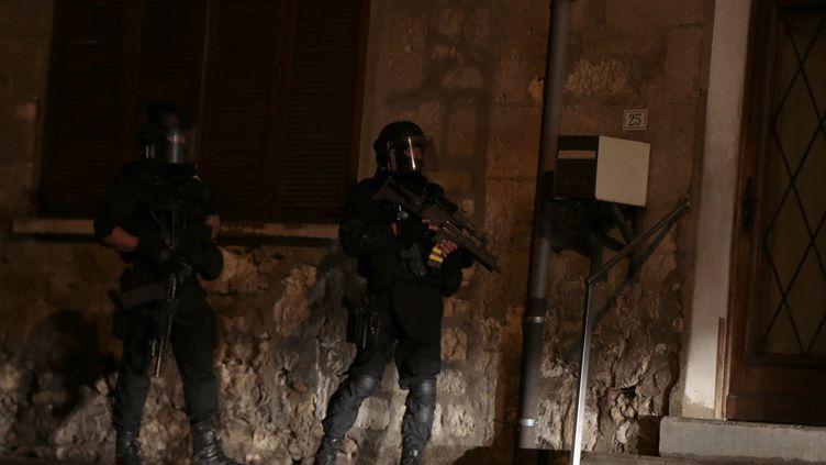 """Les recherches se poursuivent dansl'Aisne et l'Oise,vendredi 9 janvier 2015, pour retrouver les frères Kouachi suspectés d'avoir commis l'attaque contre """"Charlie Hebdo"""". (JOEL SAGET / AFP)"""