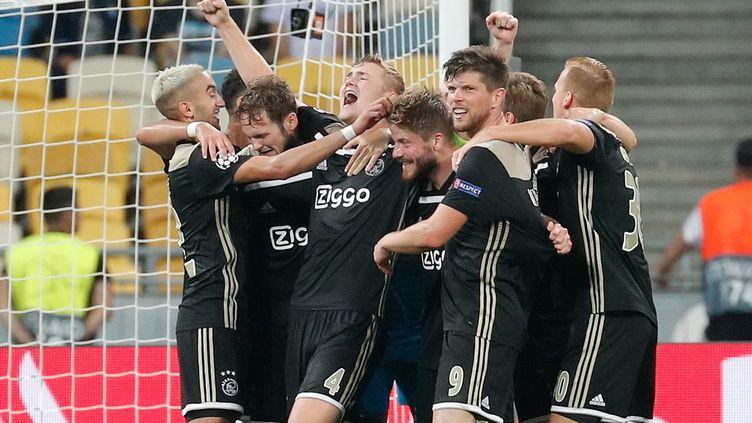 Le bonheur des joueurs de l'Ajax Amsterdam (SERGEY DOLZHENKO / EPA)