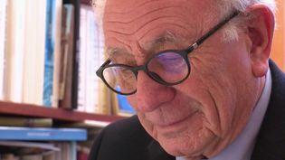 À un mois et demi du scrutin, France 2 a rencontré le plus ancien maire de France. Il a été élu pour la toute première fois en 1958, sous René Coty. Cette année, il ne sait pas encore s'il va briguer un 12e mandat. (FRANCE 2)