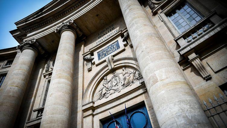 L'entrée principale de la Sorbonne, à Paris, le 30 mars 2018. (STEPHANE DE SAKUTIN / AFP)
