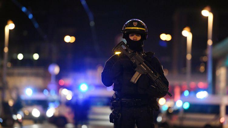 Un policier à Strasbourg (Bas-Rhin), le 13 décembre 2018. (ALAIN JOCARD / AFP)