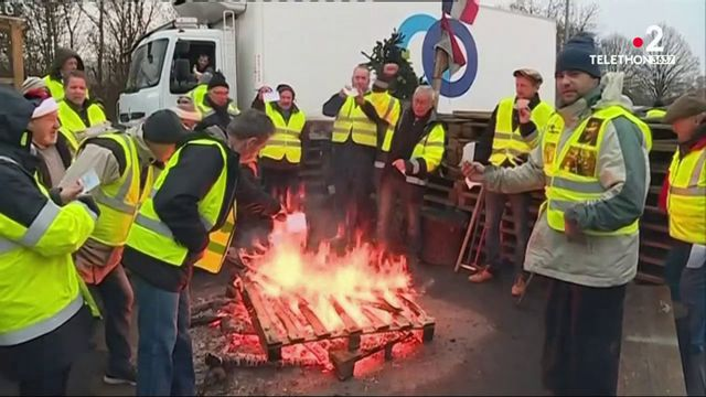 """""""Gilets jaunes"""" : les régions entament un nouveau samedi de blocages"""