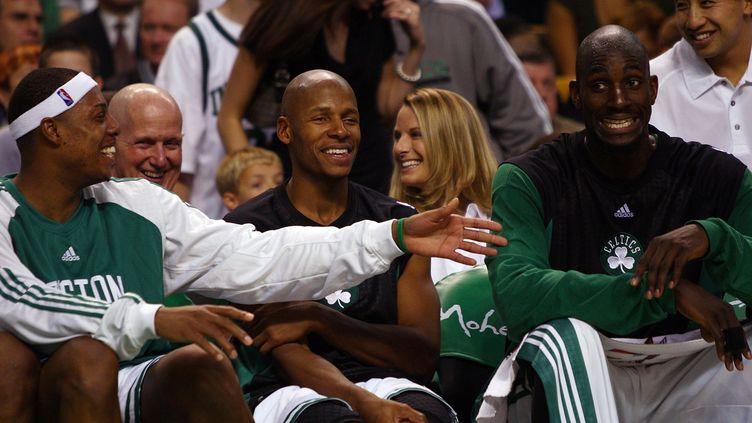 Quand Kevin Garnett et Ray Allen ont rejoint Paul Pierce chez les Celtics... (ELSA / GETTY IMAGES NORTH AMERICA)