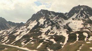 Le premier week-end sans limitation de déplacement a permis aux Français de profiter des paysages des Pyrénées. Au programme : du sport, des loisirs et un grand bol d'air frais. (France 3)