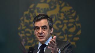 Le candidat de la droite et du centre à la présidentielle François Fillon lors d'un discours devant laFédération nationale des chasseurs, le 14 mars 2017, à Paris. (CHRISTOPHE ARCHAMBAULT / AFP)