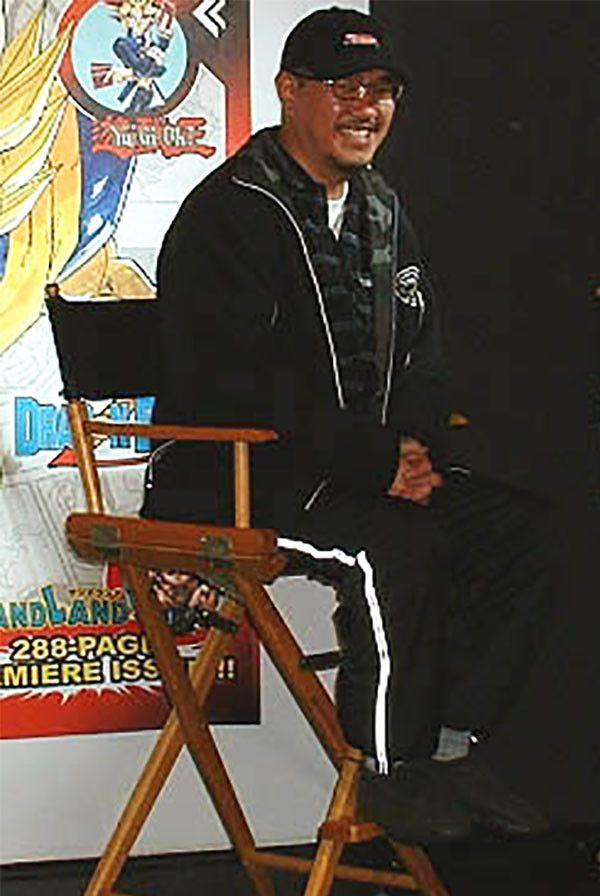 Une des dernières photos connues d'Akira Toriyama, prise lors de sa venue à New York (Etats-Unis) à l'occasion d'une soirée de lancement Shônen Jump, le 6 décembre 2002. (Kami Sama Explorer Museum)