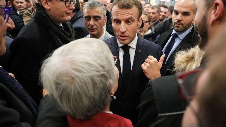 Emmanuel Macron a dû répondre à la colère des Françaislors de ses déplacements pour commémorer lecentenaire du 11-Novembre. (Ludovic MARIN / AFP)