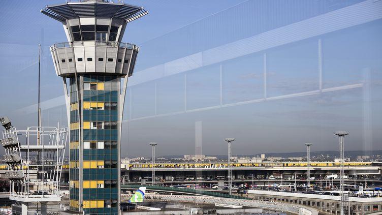 La tour de contrôle de l'aéroport d'Orly (Val-de-Marne), le 18 septembre 2014. (ERIC FEFERBERG / AFP)