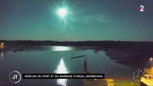 Un flash lumineux a illuminé pendant quelques secondes, dimanche 5 septembre, le ciel breton et une partie de l'Angleterre. Il pourrait s'agir d'une météorite. (FRANCE 2)