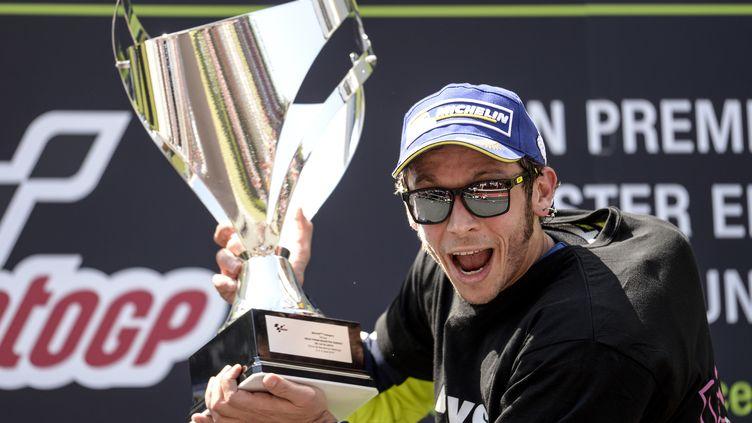 Valentino Rossi exulte sur le podium  (JOSEP LAGO / AFP)