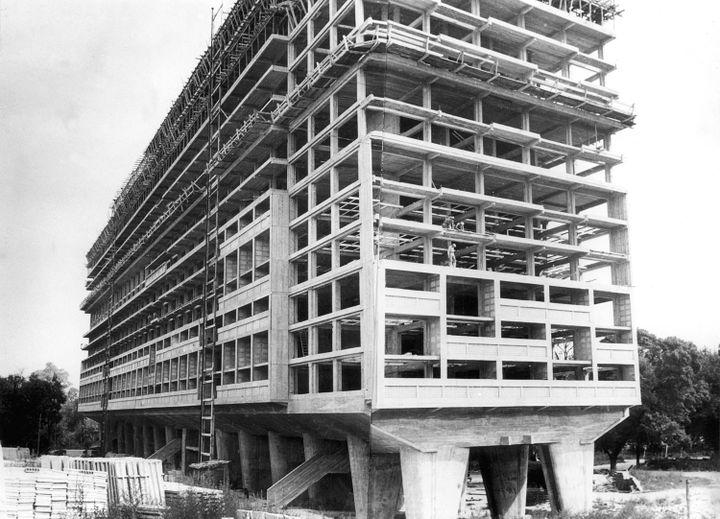 """Chantier de l'""""Unité d'habitation"""", baptisée Cité radieuse à Marseille, 1947  (AFP)"""