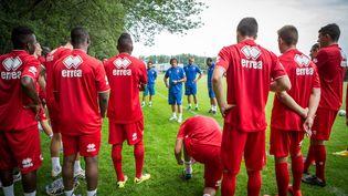 Des joueurs du Nîmes Olympique à l'entraînement, le 25 juin 2014, au stade de la Bastide, à Nîmes (Gard). (  MAXPPP)