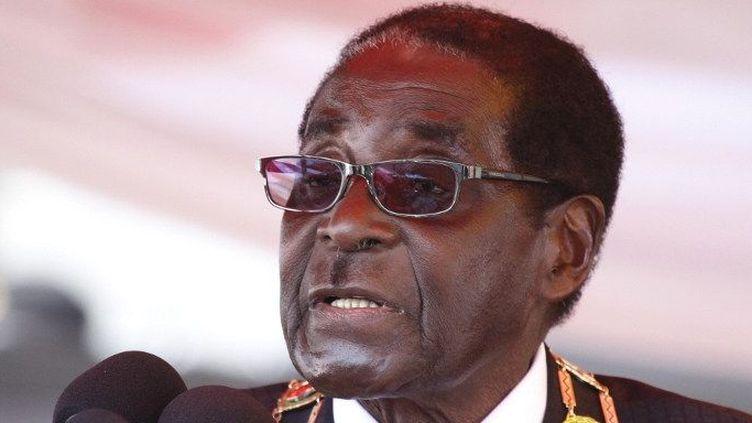 Réélu le 31 juillet 2013 pour un sixième mandat,le président du Zimbabwe, Robert Mugabe, prononce un discours, le 12 août 2013,pour la Journée des Héros d'Acre, banlieue pauvre de Harare. (Photo AFP (YBG) Xinhua / Stringer)