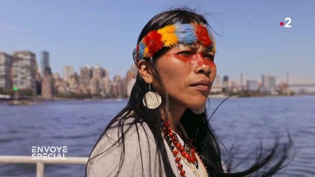 """Envoyé spécial. """"Les gens ici ne savent pas que le pétrole vient d'Amazonie"""" : une Indienne waorani à New York"""