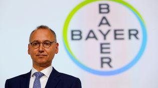 Le PDG du groupe Bayer Werner Baumann prend la parole lors de l'assemblée générale du groupe chimique allemand,le 26 avril 2019, à Bonn (Allemagne).  (WOLFGANG RATTAY / REUTERS)