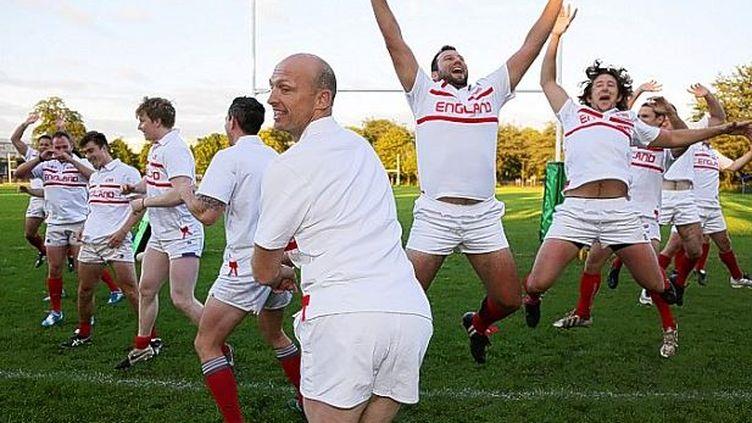 "Capture d'écran montrant la ""hakarena"" deMatt Dawson est ses amis rugbyman du Battersea Ironsides Sports Club. Septembre2015 (JACAMO / YOUTUBE)"