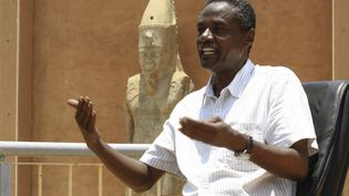 """Haitem el-Nour, nouveau directeur """"des musées et antiquités"""" du Soudan. Le musée nationale de Karthoum expose plus de 2000 objets datant de l'Ancienne Egypte et de la culture nubienne. Photo, le 12 août 2020. (ASHRAF SHAZLY / AFP)"""