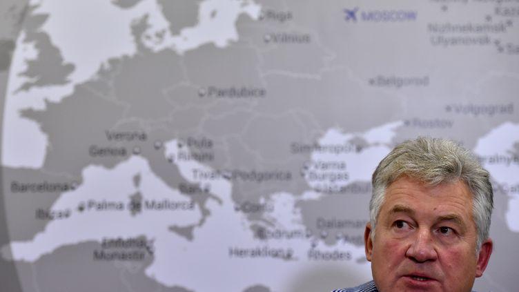 Le dirigeant de Metrojet Alexandre Smirnov donne une conférence de presse, lundi 2 novembre 2015 à Moscou (Russie), après le crash en Egypte d'un avion appartenant à sacompagnie aérienne. (KIRILL KUDRYAVTSEV / AFP)