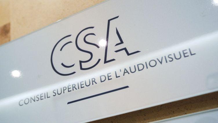 Le logo du conseil supérieur de l'audiovisuel, à Paris, le 5 mars 2012. (THOMAS SAMSON / AFP)