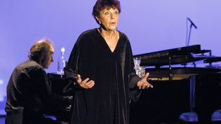 La chanteuse Anne Sylvestre lors d'une répétition à l'Auditorium Saint-Germain à Paris, le 4 novembre 2003 (photo d'illustration). (STEPHANE DE SAKUTIN / AFP)
