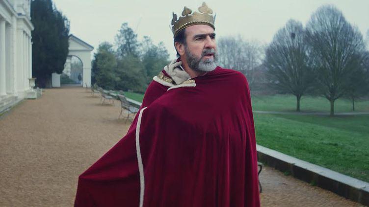 Eric Cantona dans le clip illustrant Once, une chanson de Liam Gallagher. Un clip signé Charlie Lightening. (CHARLIE LIGHTENING / SAISIE ECRAN YOUTUBE)