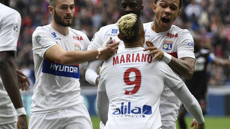 Mariano et Depay, deux armes offensives de l'Olympique Lyonnais (PHILIPPE DESMAZES / AFP)