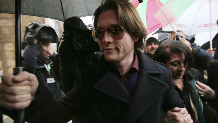 Raffaele Sollecito, l'ancien petit ami d'Amanda Kox, le 30 janvier 2014 à Florence (Italie), arrivant au procès qui le verra être condamné à 25 ans de prison pour le meurtre de Meredith Kercher. (ANTONIO CALANNI / AP / SIPA)