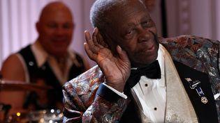 Le bluesman B.B. King, à la Maison Blanche, à Washington (Etats-Unis), le 21 février 2012. (WIN MCNAMEE / CONSOLIDATED / AFP)