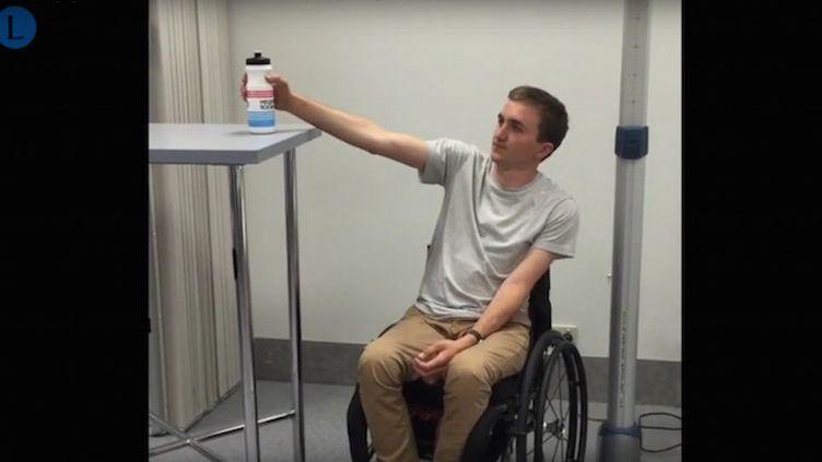 Des tétraplégiques retrouvent l'usage de leurs bras grâce à un transfert de nerfs (Crédits Photo : Capture Ecran Youtube ©TheLancetTV, van Zyl et al. 2019)