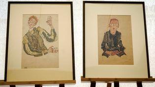 Deux dessins d'Egon Schiele rendus par le musée Leopold de Vienne à Eva Zirkl, l'héritièrede Karl Mayländer, un juif spolié par les nazis (7 avril 2016)  (Joe Klamar / AFP )
