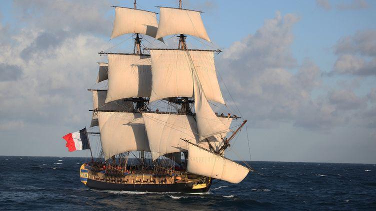 Ce projet de bateau a été lancé en 1997 par l'Association Hermione-La Fayette. Leur souhait était de reconstruire la frégate Hermione, un bateau qui a permis en 1780 à La Fayette de rejoindre l'Amérique et ceux qui sur place luttaient pour leur indépendance. (FRANCIS LATREILLE / ASSOCIATION HERMIONE)