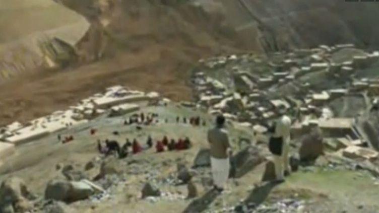 Les pluies torrentielles ont provoqué un gigantesque glissement de terrain dans la province du Badakhshan, aunord-est de l'Afghanistan. ( REUTERS / FRANCETV INFO)
