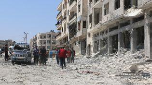 Des bâtiments endommagés après unbombardement, le 2 août 2018, àIdliben Syrie. (AHMED RAHHAL / ANADOLU AGENCY / AFP)