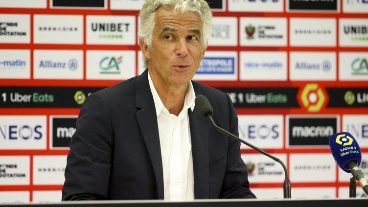 Le président de l'OGC Nice Jean-Pierre Rivèrelors d'une conférence de presse à l'issue du match de Ligue 1 entre l'OGC Nice et l'Olympique de Marseille le 22 août 2021 au stade Allianz Riviera à Nice. (JEAN CATUFFE / AFP)